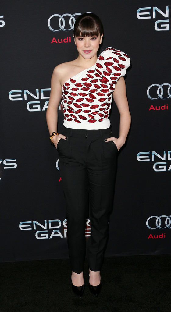 Hailee-Steinfeld-in-Saint-Laurent-Enders-Game-LA-Premiere-
